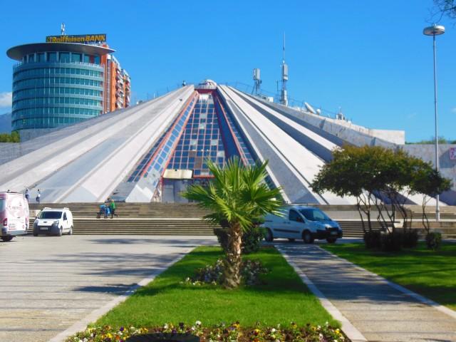 tiranapyramid